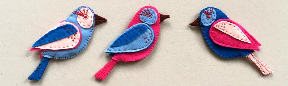 Filz Ornament Vogel nähen, Vogel aus Filz nähen, dekorative Stickstiche für Anfänger, ausführliche Anleitung kostenloses Schnittmuster