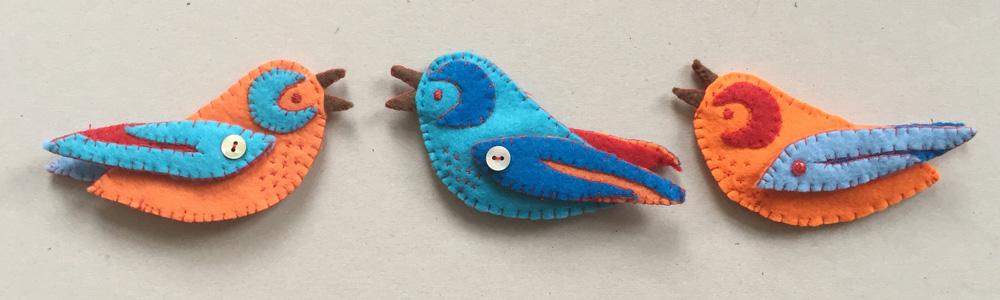 Filz Ornament Vogel nähen, Vorlage für Vogel aus Filz, Nähanleitung Vogel aus Stoff nähen, Kuscheltier nähen, Tiere aus Stoff nähen, Filz mit der Hand nähen,