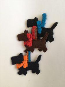 Filz Ornament Hund nähen, Schlüsselanhänger aus Filz nähen, Geschenke aus Filz nähen,