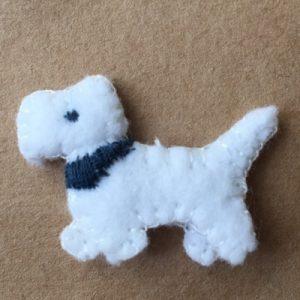 Minihund aus weißem Filz nähen