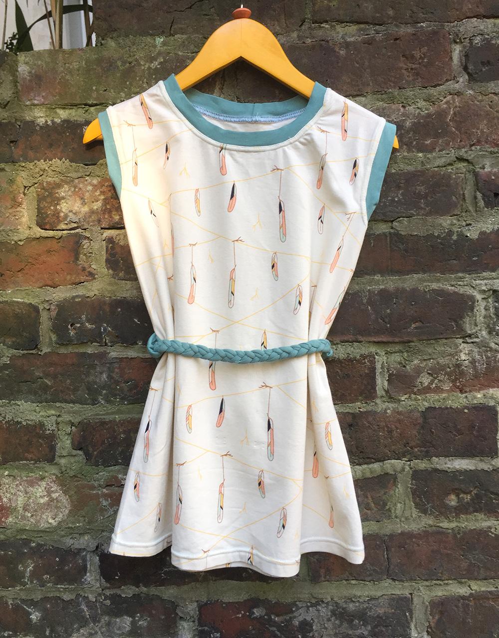 ein einfaches Kleid für Kinder nähen, schlichtes Kleidchen aus Jerseystoff, kurzes Sommerkleid nähen Anfänger,