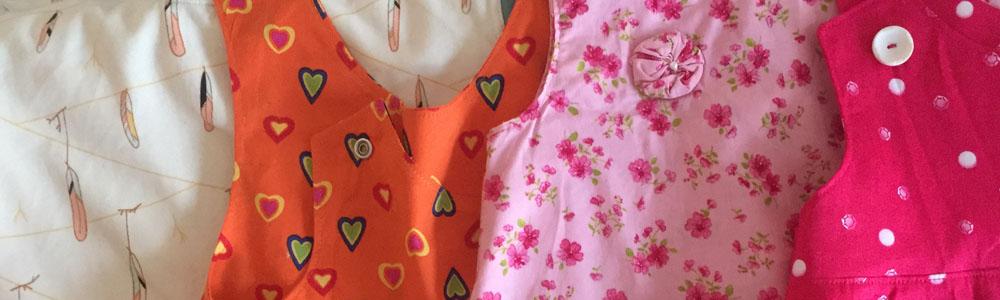 Schnittmuster für Kinderkleid selber zeichnen, einfaches Schnittmuster Kinderkleid, nähen für Kinder, schlichtes Kleid für kleine Mädchen, Kleid mit Gürtel und Gürtelschlaufen aus dehnbarem Stoff nähen,