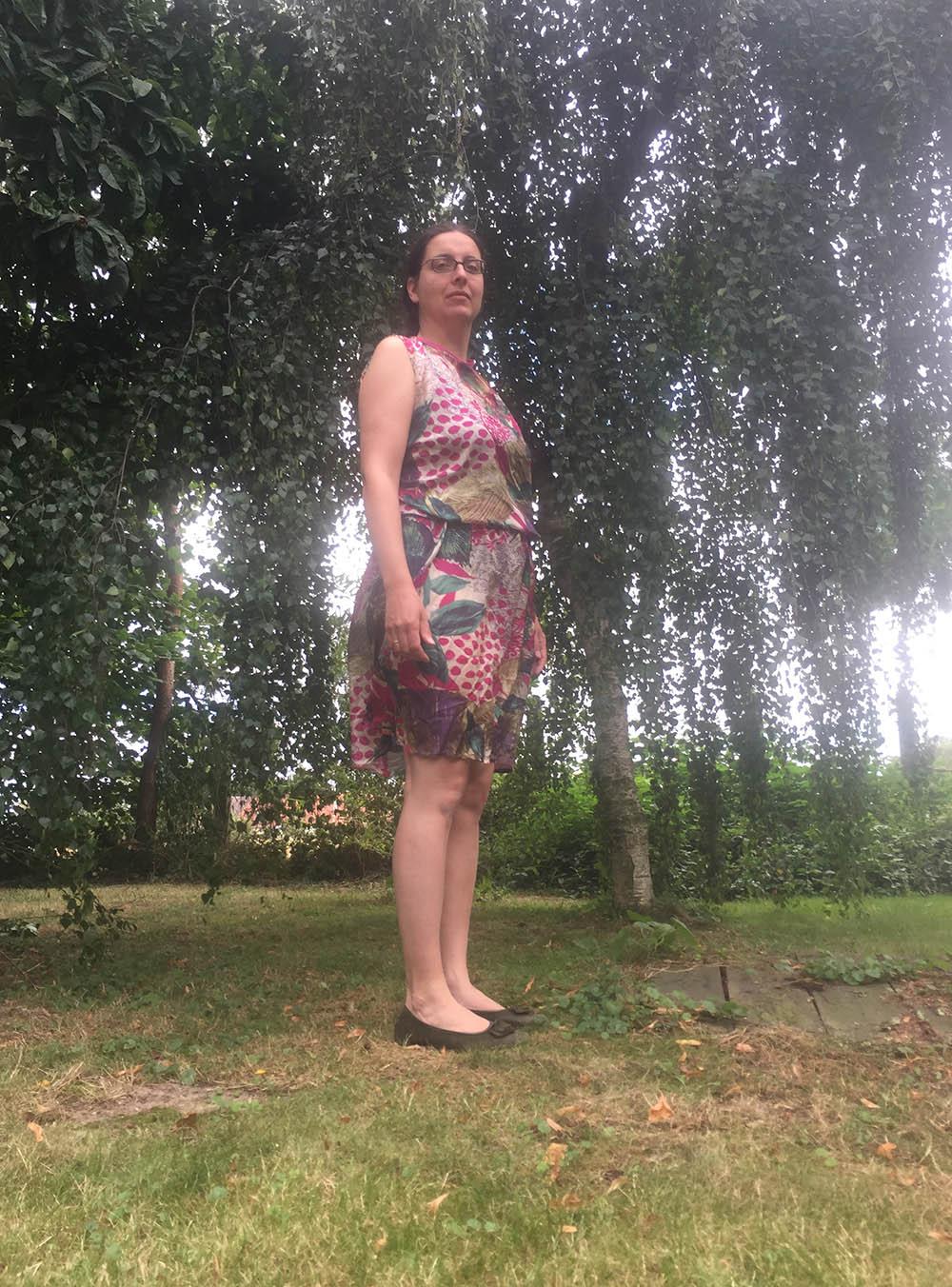 kurzes Sommerkleid aus bunter Seide nähen, Nähanleitung Seidenkleid für den Sommer,